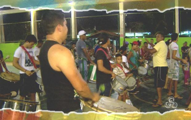Bateria da Solidariedade ensaiando para o desfile no sambódromo (Foto: Reprodução/TV Amapá)