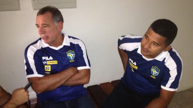 Ney Pereira e Manoel Tobias, membros da comissão técnica da seleção brasileira de futsal (Foto: Luís Domingues/Divulgação)
