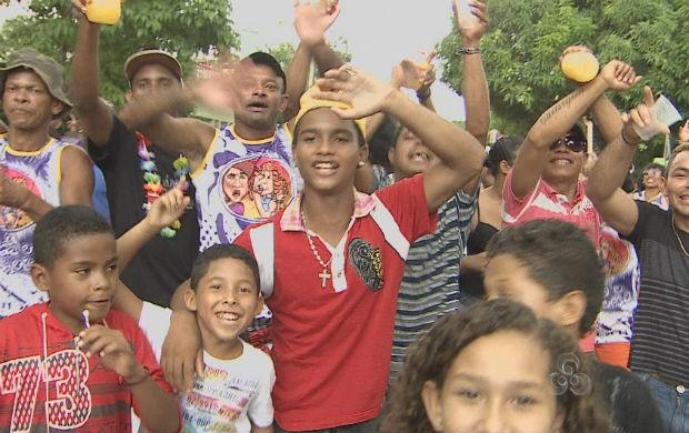 Moradores do Coração no bloco de carnaval (Foto: Reprodução/TV Amapá)