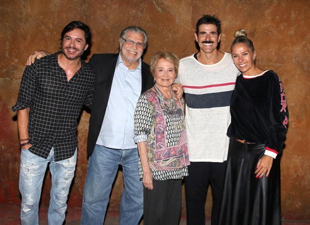 Ricardo Tozzi, Tarcísio Meira, Glória Menezes, Reynaldo Gianecchini e Adriane Galisteu (Foto: Thiago Duran/AgNews)