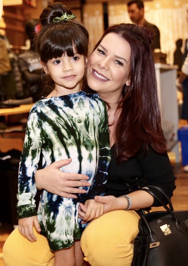 Fernanda Souza e a sobrinha Isabeli (Foto: brazil news)