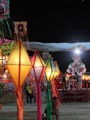 Balões iluminados são um dos destaques da decoração (Foto: Nilo Saraiva/ Prefeitura de Maracanaú)
