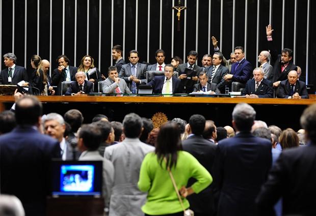 Deputados votam durante sessão desta terça-feira (4) no plenário da Câmara (Foto: Gustavo Lima/Ag. Câmara)