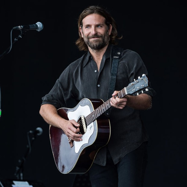 Bradley Cooper canta para promover filme (Foto: Getty Images)
