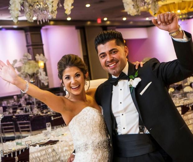 Jessica e Aaron Bairos, recém casados, nasceram no mesmo dia e na mesma maternidade (Foto: Imagemakers)