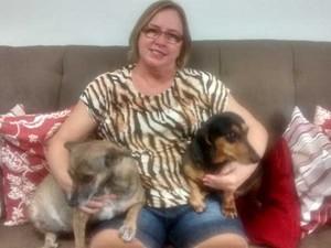 Andréa Santos cuida de Mel e Scooby (Foto: Andréa Santos/Acervo pessoal)