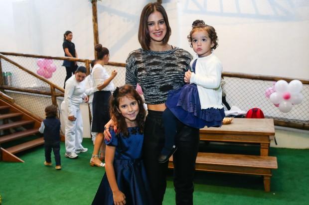 Vera Viel com as filhas Maria e Helena (Foto: Manuela Scarpa / PhotorioNews)