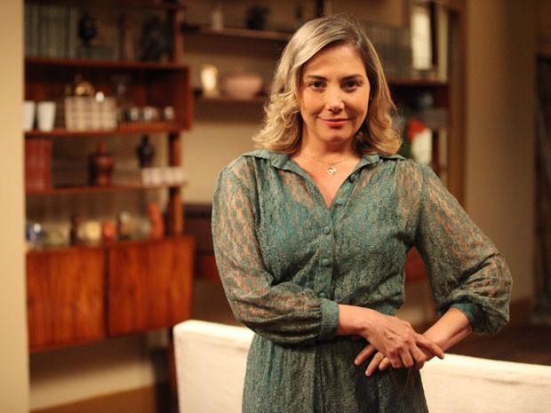 Beatriz fica toda linda para impressionar Elísio (Foto: Carol Caminha/TV Globo)