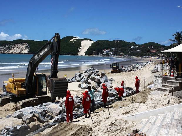 Obras no calçadão de Ponta Negra na manhã desta quinta (25) (Foto: Alex Régis)