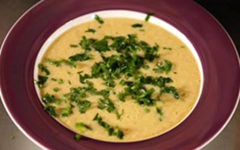 Sopa digestiva de legumes e frango