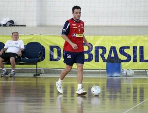 Falcão no treino da seleção brasileira de futsal em Caucaia (Foto: Zerosa Filho / CBFS)
