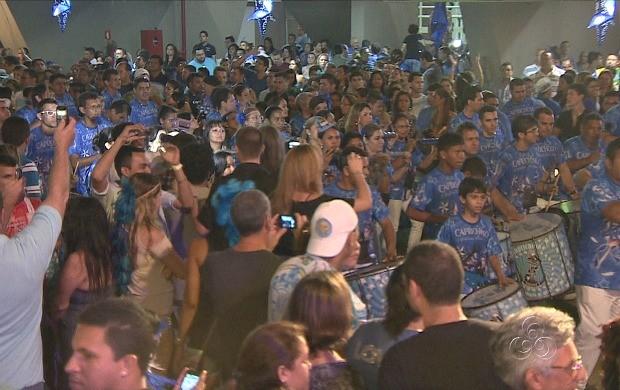 Marujada de Guerra surgiu do meio da multidão  (Foto: Amazônia TV)