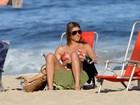 Programa de família: Fernanda Lima e Rodrigo curtem praia com os filhos