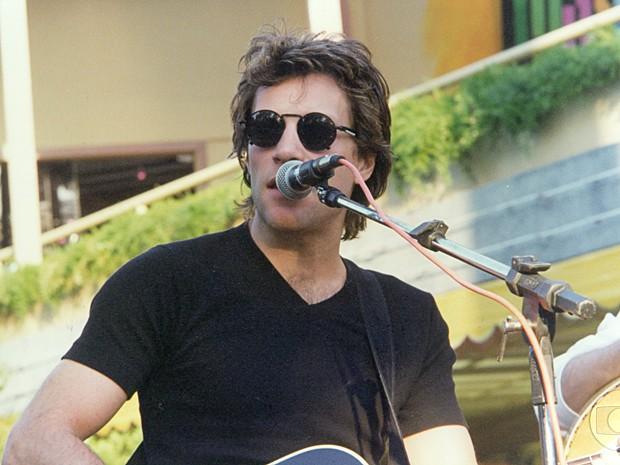 Jon Bon Jovi contracenou com Luana Piovani e deu uma palinha (Foto: Cedoc / TV Globo)