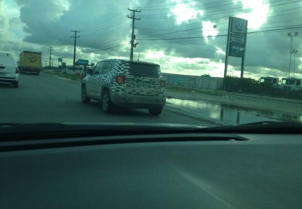 Jeep Renegade flagrado em Recife (Foto: Junior Farias/Autoesporte)