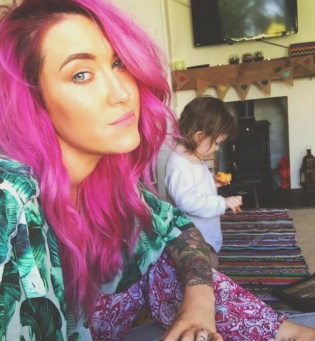 Gylisa e a filha (Foto: Reprodução / Facebook)