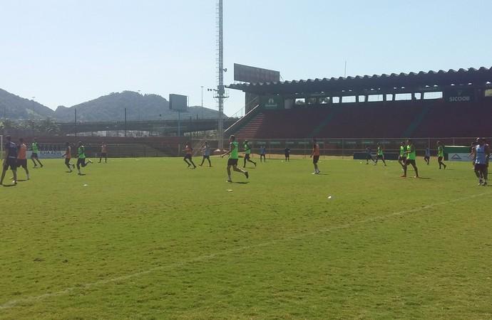 Jogadores são divididos e formam três times diferentes em atividade comandada por Rossato (Foto: André Rodrigues/Globoesporte.com)
