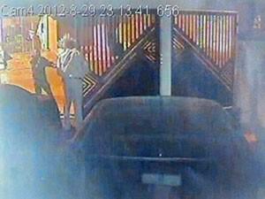 Delegado é abordado por criminoso na porta de casa (Foto: Reprodução)
