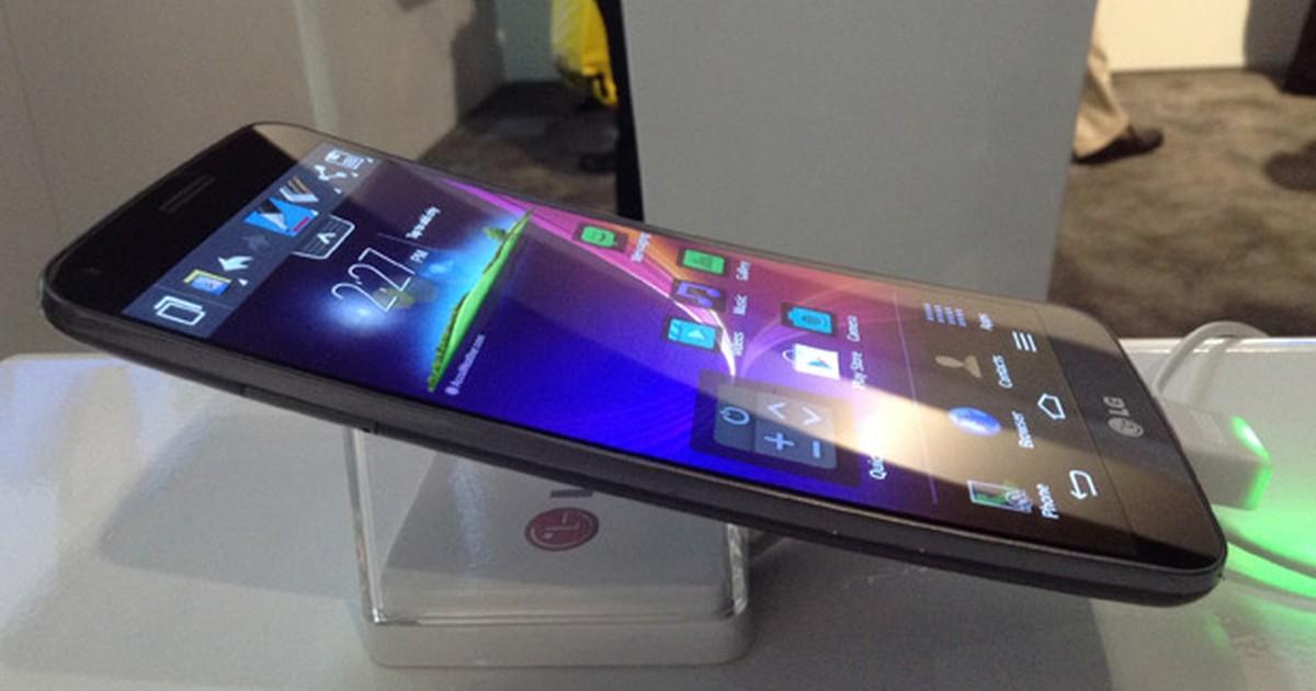 Smartphone LG G Flex tem tela curva e capa que se 'regenera' de arranhões