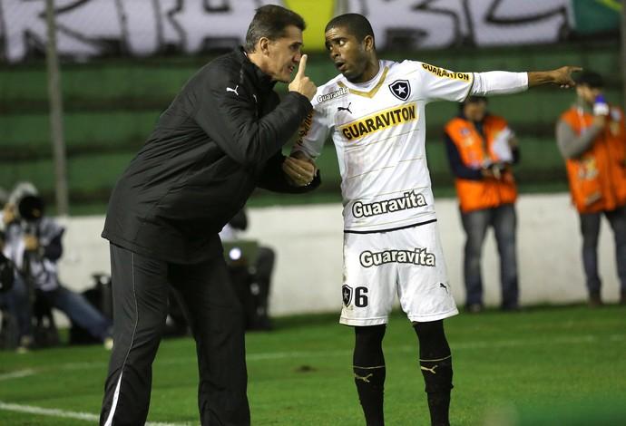 Vagner Mancini e Junior Cesar Botafogo x Grêmio (Foto: Pedro Tesch / Ag. Estado)
