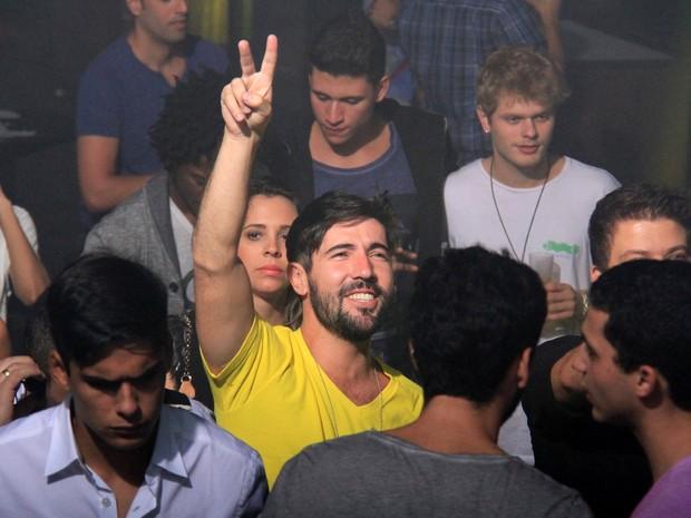Sandro Pedroso em boate no Rio (Foto: Cleomir Tavares/ Divulgação)