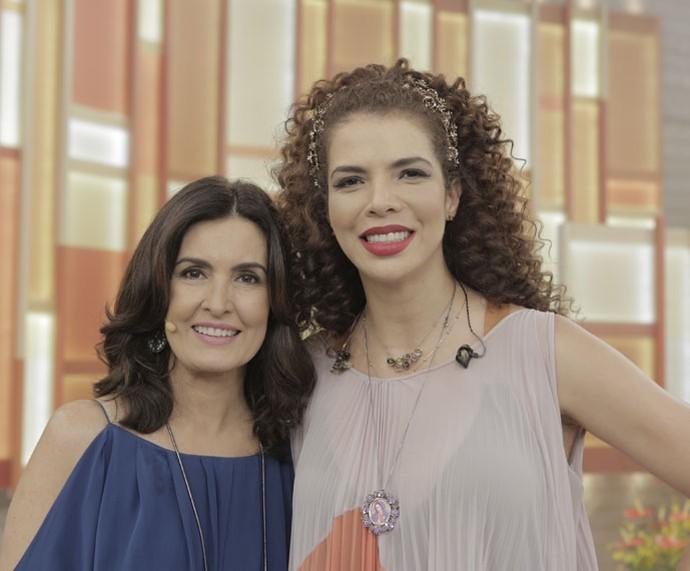 A cantora Vanessa da Mata com a apresentadora (Foto: Ellen Soares/Gshow)