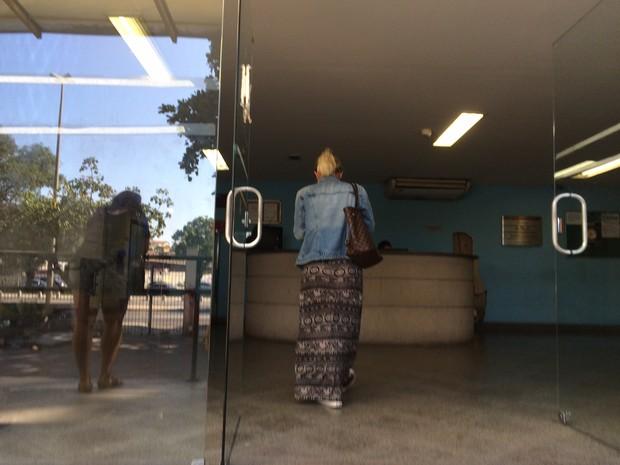 Ex-noiva de empresário que bateu em cães no Rio faz exame no IML (Foto: Gabriel Barreira/G1)