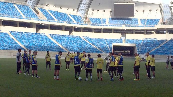 Jogadores do ABC participam de treino na Arena das Dunas (Foto: Klênyo Galvão/GloboEsporte.com)