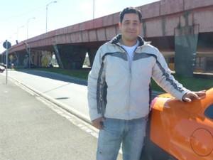 Taxista disse a saída de Barbosa é assunto entre os passageiros  (Foto: Adriana Justi / G1)
