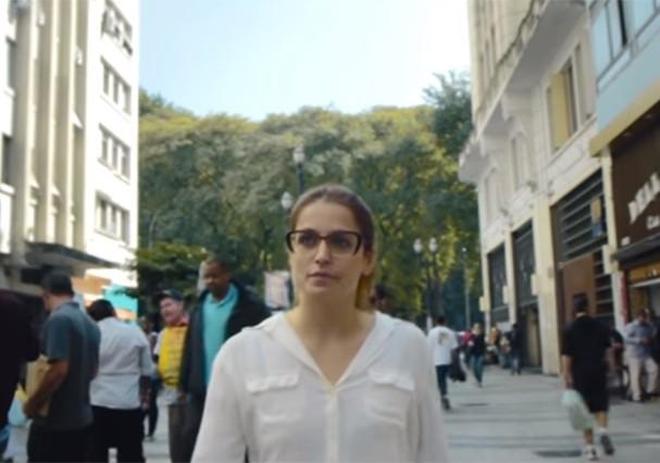 """A campanha """"Chega de Fiu Fiu"""" virou documentário! (Foto: Reprodução/Youtube)"""