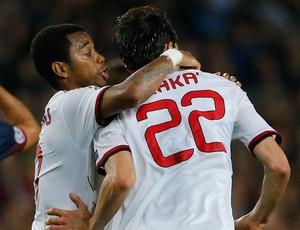 Robinho e Kaká gol Milan x Barcelona (Foto: AP)