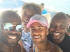 Neymar curte fim de ano com David Brazil, Thiaguinho e Rafael Zulu