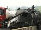 Retirada de diesel de caminhão que pegou fogo congestiona Dom Pedro