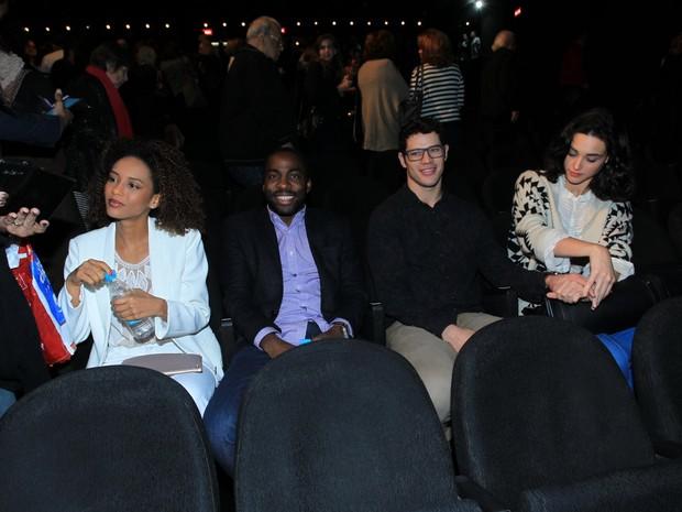 Taís Araújo, Lázaro Ramos,José Loreto e Débora Nascimento em estreia de peça na Zona Sul do Rio (Foto: Marcello Sá Barretto/ Ag. News)