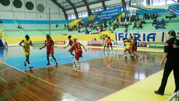 basquete feminino Santo André/Semasa e Guarulhos/FUMGUAGU (Foto: Júnior Alves / Divulgação)