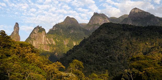 Serra dos Órgãos é um exemplo do relevo montanhoso do Rio (Foto: Flickr)
