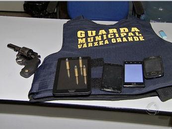 Guardas apreenderam um adolescente suspeito de participar de assalto em Várzea Grande (MT). (Foto: Reprodução/ TVCA)
