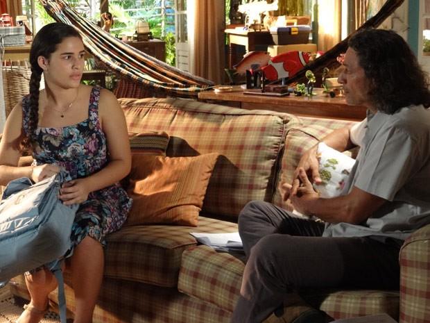 Marizé acaba dando com a lingua nos dentes (Foto: Flor do Caribe/ TV Globo)