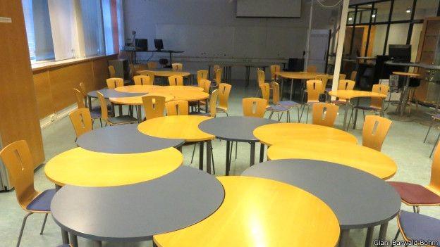Algumas salas têm mobília especialmente projetada para que os alunos possam ser agrupados ou separados (Foto: Giani Bohm)