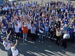 Assembleia de funcionários da empresa Dedini, em Piracicaba (Foto: Mateus Medeiros/Sindicato dos Metalúrgicos)