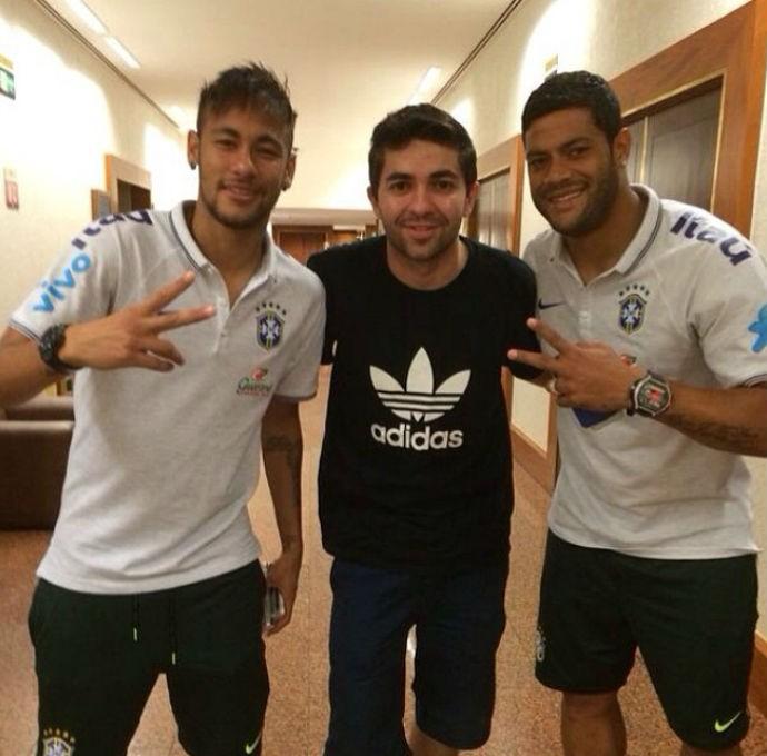Neymar e Hulk recebem visita de amigo em hotel (Foto: Reprodução/Instagram)