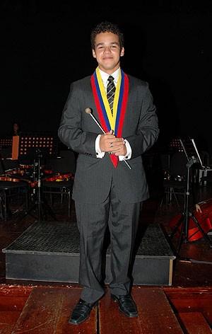José Ángel Salazar, de apenas 14 anos, conseguiu assumir o cargo de maestro de uma orquestra sinfônica na Venezuela (Foto: Cortesia de José Ángel Salazar)