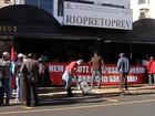 Funcionários fazem protesto contra reajuste de salário em Rio Preto