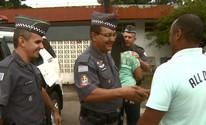 Casal reencontra policiais militares que salvaram casamento em Araras (Reprodução/EPTV)