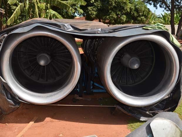Turbinas de Boeing foram transportadas de São Paulo no início da semana e montagem da aeronave deverá começar na próxima semana (Foto: Felipe Turioni/G1)