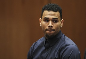 Chris Brown durante audiência (Foto: REUTERS/David McNew)