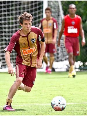 Bernard quer treinar muito, mesmo no carnaval (Foto: Bruno Cantini / Site Oficial do Atlético-MG)