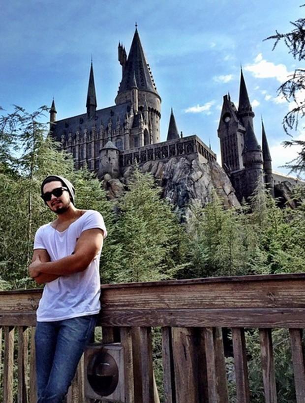 Luan Santana visita parque do Harry Potter nos EUA