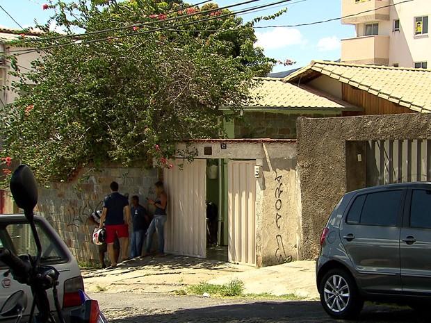 Policial é baleado e morre durante festa de noivado da irmã, em BH. (Foto: Reprodução/TV Globo)
