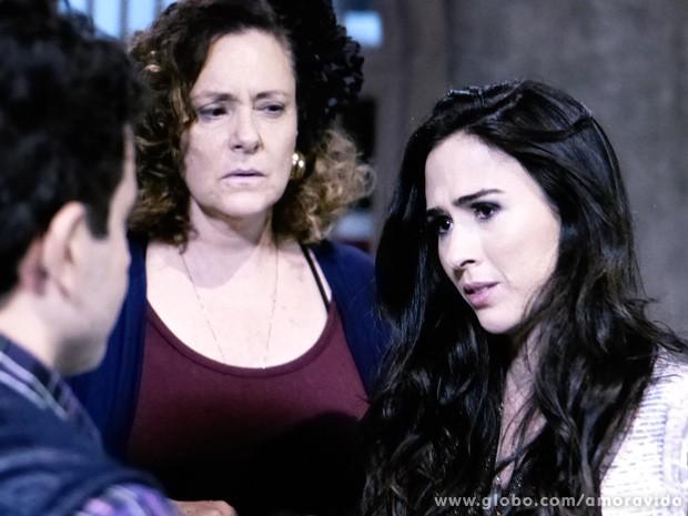 A periguete fica toda indecisa com a atitude do Palhaço (Foto: Amor à Vida / TV Globo)